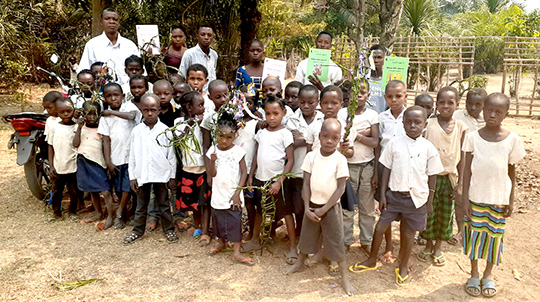 Students at an elementary school in Mukedi